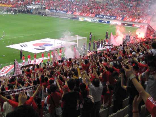 Estadio Mundialista De Seul Red-devil-salute
